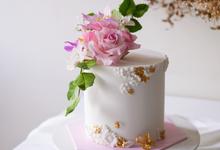 Single tier statement cakes by Twenty Two Cakes