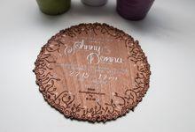 Round Filigree Mahogany invitations by Shleigh's Décor