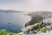 Elopement in Santorini by Elias Kordelakos