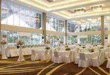 White Wedding Decoration by Grand Avilla Ballroom