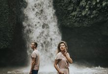 Intimate Waterfall Wedding by Dedary Kriyamaha Ubud