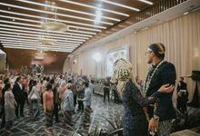 RESEPSI ADAT JAWA PUTTY & FICKRI by  Menara Mandiri by IKK Wedding (ex. Plaza Bapindo)