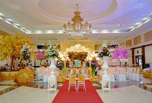Modern Wedding Decoration by BRAJA MUSTIKA Hotel & Convention Centre