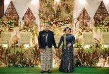 Busana Jawa Modern Navy by Kinang Kilaras Wedding
