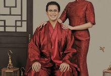Yodhananta Soewandi dan Talita Setyadi Cheongsam by SVARNA by IKAT Indonesia Didiet Maulana