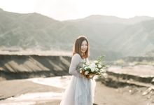 This is an egagament session for Rio and Yunita.  Their love for adventures brought us to the peak of Bromo mountain and to tell their beautiful love  by amelia soegijono photography