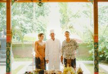 This Wedding is really inspirational for you who want to celebrate your wedding party using two kinds of vibes. On the firts day, this wedding was hel by Rizwandha Photo