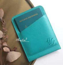 Simple Passport Holder by Ellinorline Gift