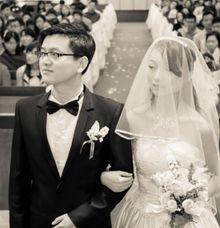 Hai He Weds Gao Min by Preset Media