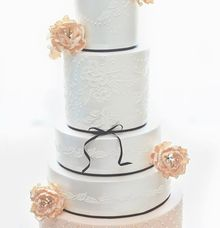 The Wedding Cake of Tomy & Yusiana by Creme de la Creme Bali