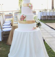 The Wedding Cake of Eric & Dinky by Creme de la Creme Bali