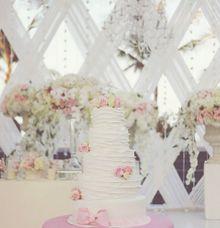 The Wedding Cake of Junella & Perrin by Creme de la Creme Bali