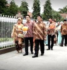 Ayu & Diko Enggagement by Kapal Impian Fotografi
