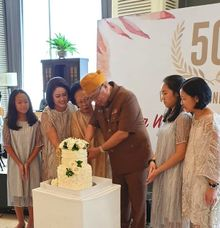 Anniversary 50th by Evergreen Cake Boutique