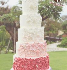 The Wedding Cake of Jessica and Indra by Creme de la Creme Bali