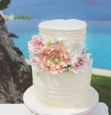 Vintage Shabby Wedding Cake by Creme de la Creme Bali