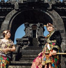 Traditional Style Couple by Royal Moments Bali