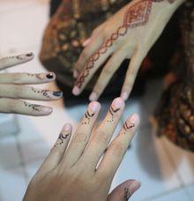 Henna Artist by Paramitha Mehndi by Wardah