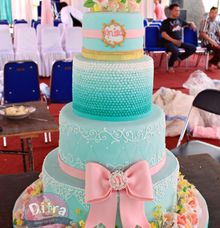wedding cake by Ditra Patisserie