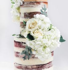 Intimate Wedding Cake by Lareia Cake & Co.