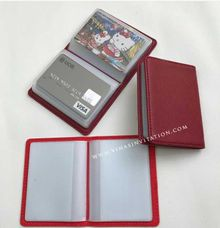 Souvenirs bank card holder by Vinas Invitation