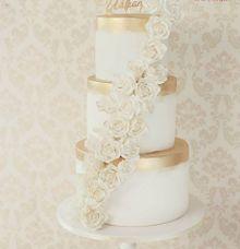 The Wedding Cake of Manda & William by Creme de la Creme Bali