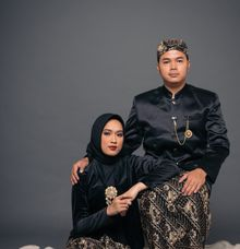 Ade & Elhaq in Traditional Attire by Monokkrom