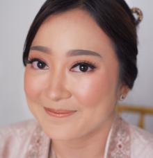 Engagemnet Windy by Fenty Senjaya Makeup Artist