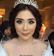Wedding makeup by Hannah Sherly