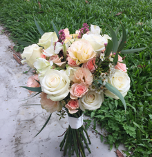 Champagne theme round bouquet  by Floral Paradise