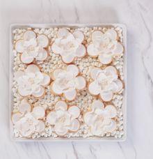 SUGARFLOWER ALMOND SHORTBREAD COOKIES by Fleur