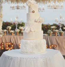 The Wedding Cake of Julius & Melita by Creme de la Creme Bali
