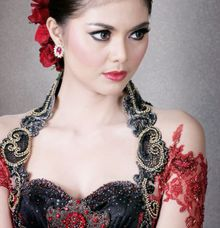 e by D&D Professional Make Up Artist & Kebaya By Dindin Nurdiansyah