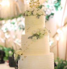 BUMI HYATT SURABAYA HOTEL BALLROOM by Evergreen Cake Boutique