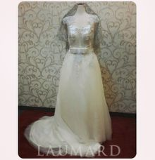 simple wedding dress by Laumard