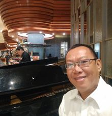 Pianist And 2 Singers by David Hartono and Friends