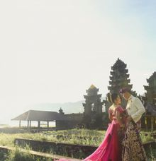 Christian & Desy's Traditional Engagement Photoshoot by Bow & Lace Photography