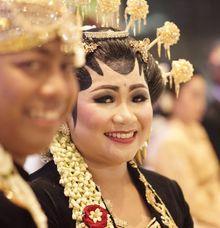 Yuli & Alexi Wedding  by Arum Ndalu Sanggar Rias Pengantin
