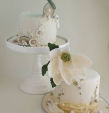 Pearl inspired cakes for a lovely couple by Scones n Whatever by Kim Teo