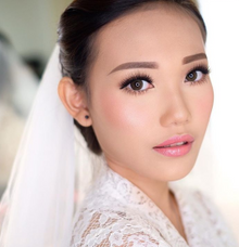 Wedding makeup class by Silvia Jonathan