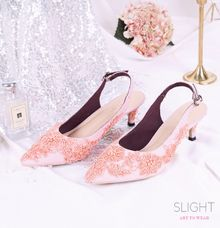 Sepatu Slingback Brukat Peach by SLIGHTshop.com