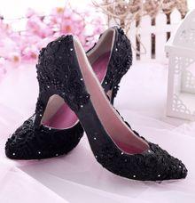 Sepatu Pointed Brukat Hitam by SLIGHTshop.com