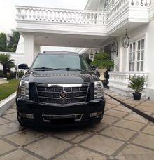 Mobil Cadillac Escalade Platinum by LUXURY RENTALS